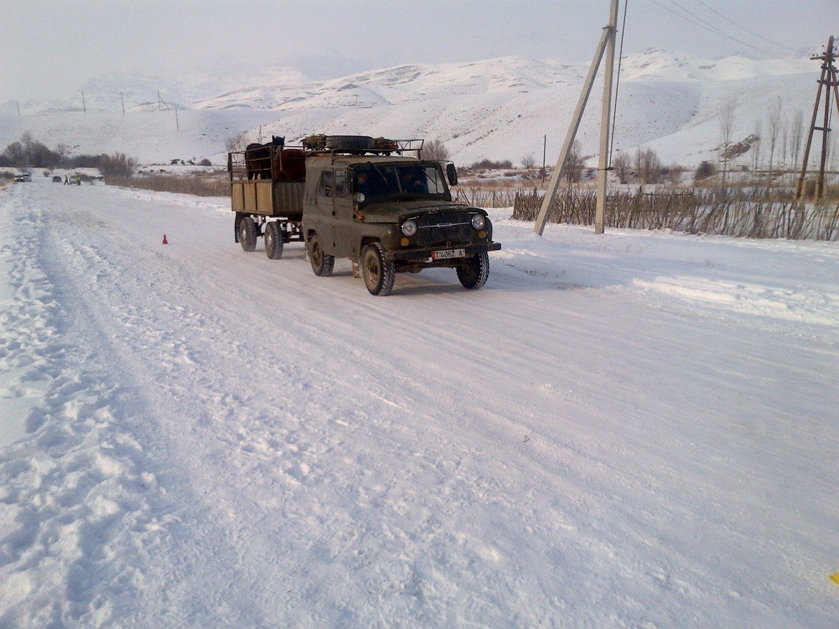 UAZ. RUSSIAN 4X4. With a trailer. Nice.
