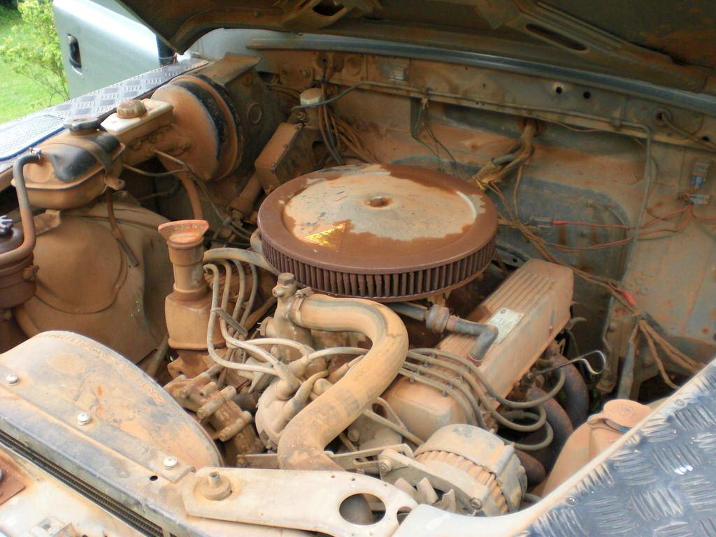 engine-bay-v8-landrover